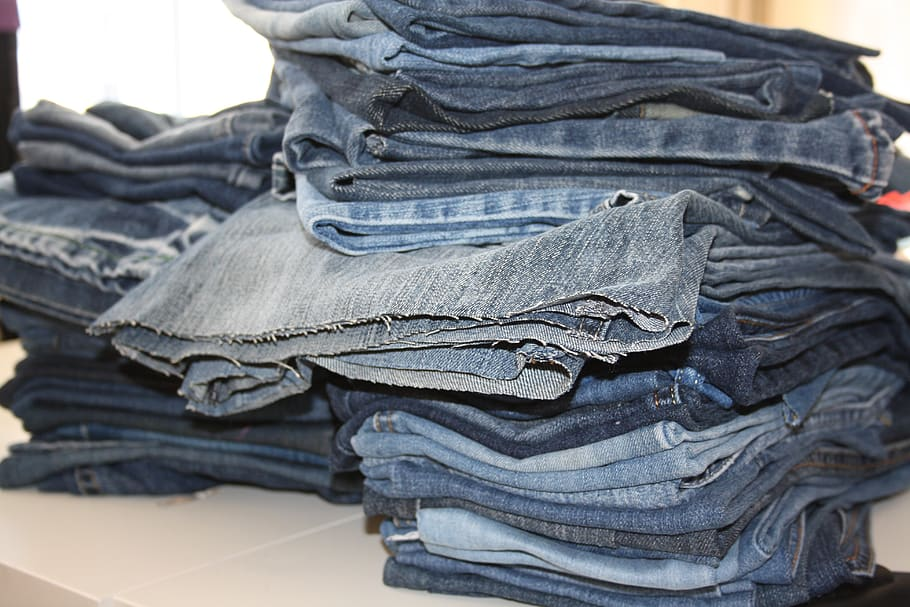 old-jeans-pile-of-jeans-recycling-old-clothes
